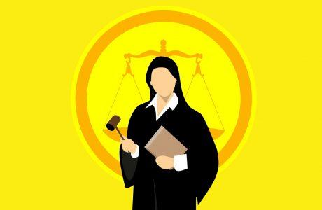 נעלי עקב וחליפה: איך מומלץ להתלבש לדיונים בבית משפט?